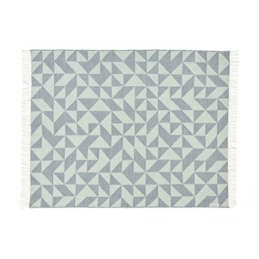 grand-plaid-en-laine-gris-clair-scandinave